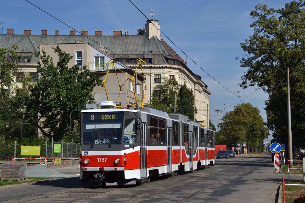 Fotogalerie » ČKD Tatra KT8D5R.N2 1737   Brno   Černá Pole   Lesnická