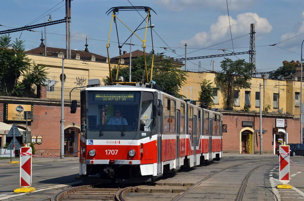Fotogalerie » ČKD Tatra KT8D5R.N2 1707 | Brno | Trnitá | Dornych | Úzká
