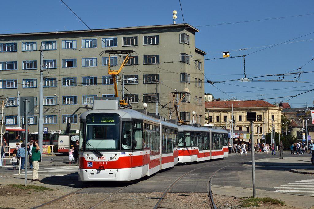 Fotogalerie » Pragoimex VarioLF2R.E 1109 | Pragoimex VarioLF2R.E 1102 | Brno | Staré Brno | Mendlovo náměstí | Mendlovo náměstí