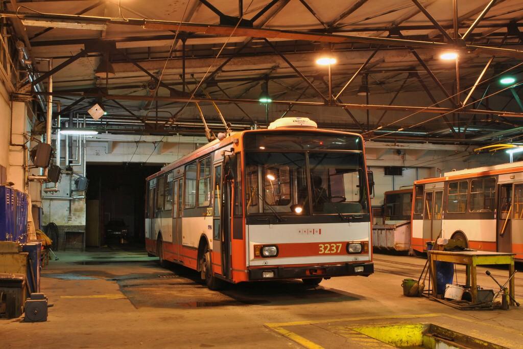 Fotogalerie » Škoda 14TrR 3237 | Brno | Husovice | Svitavská | Vozovna Husovice