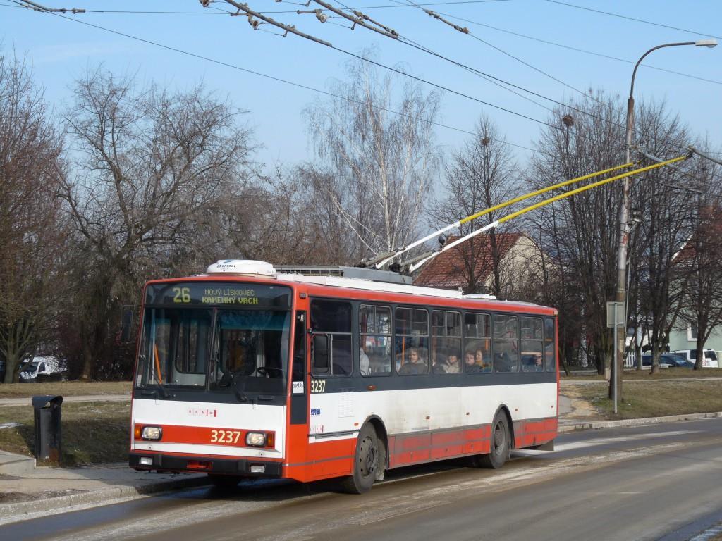 Fotogalerie » Škoda 14Tr10/6 3237 | Brno | Nový Lískovec | Petra Křivky | Čtvrtě