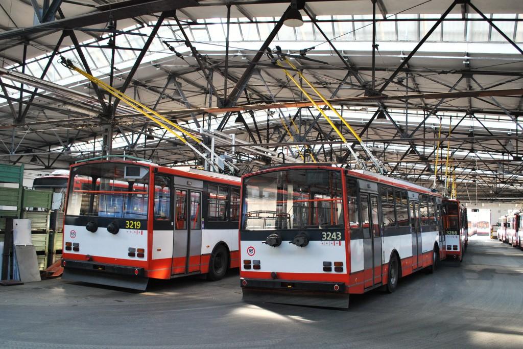 Fotogalerie » Škoda 14TrR 3219 | Škoda 14TrR 3243 | Brno | Husovice | Svitavská | Vozovna Husovice