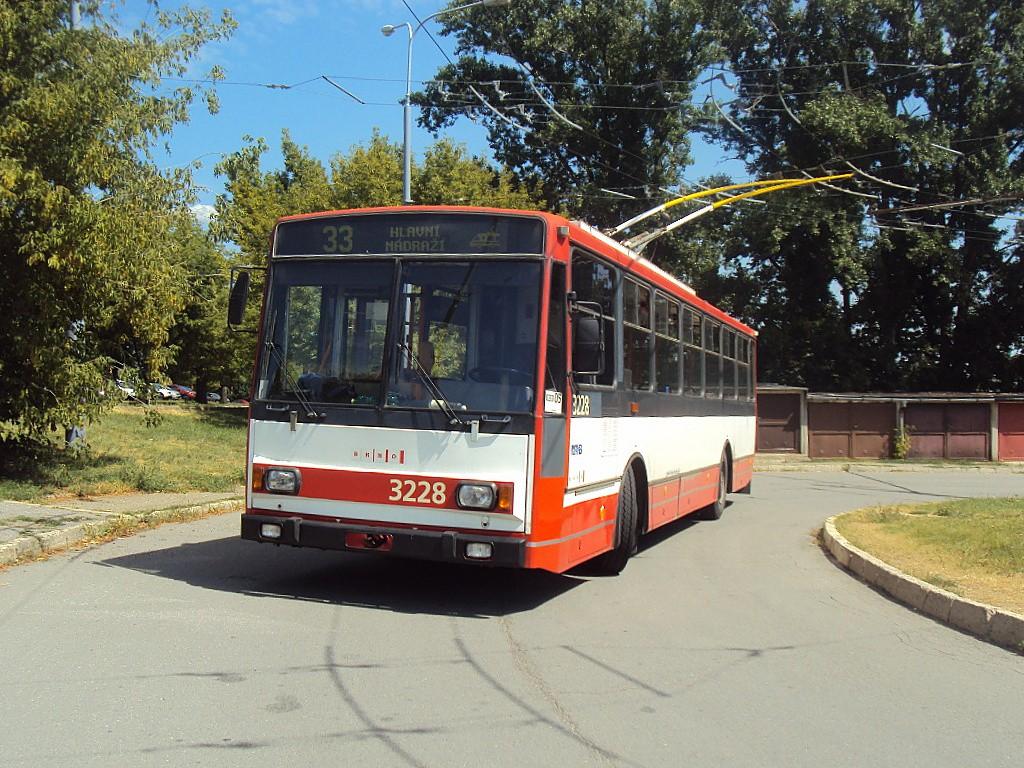 Fotogalerie » Škoda 14TrR 3228 | Brno | Slatina | Mikulčická | Slatina, sídliště